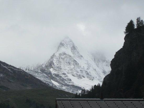 Zermatt-Matterhorn Ski Paradise: The legendary Matterhorn