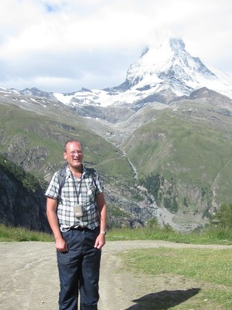 Zermatt-Matterhorn Ski Paradise: Me with the matternhorn in the background: fabolous