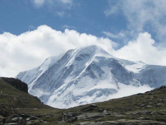 Zermatt-Matterhorn Ski Paradise: A pictture of  Briethorn in the surrounding area