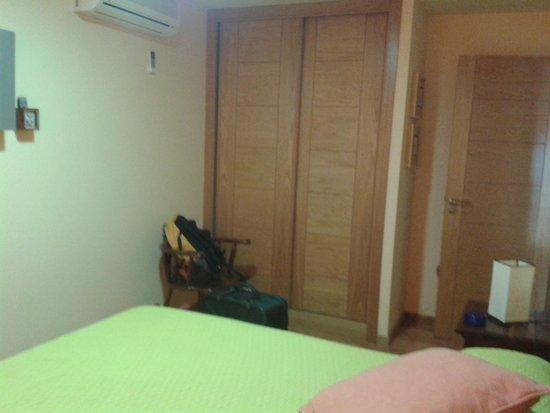 Apartamentos Ababides: dormitorio - armario