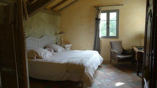 Hotel Le Saint Cirq : Lit large et agréable