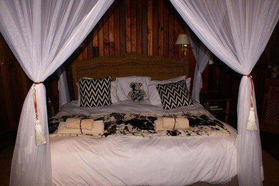 Shayamoya Tiger Fishing & Game Lodge: Bed
