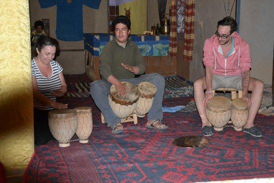 Auberge Hassi Ouzina: initiation tam-tam