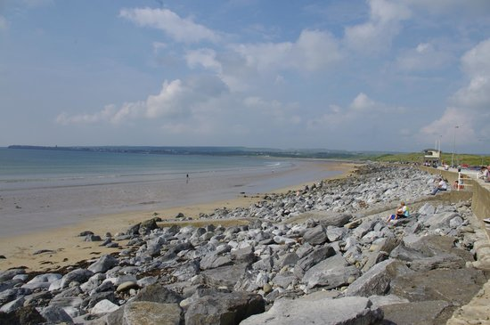 Lahinch Beach: Beside the Atlantic