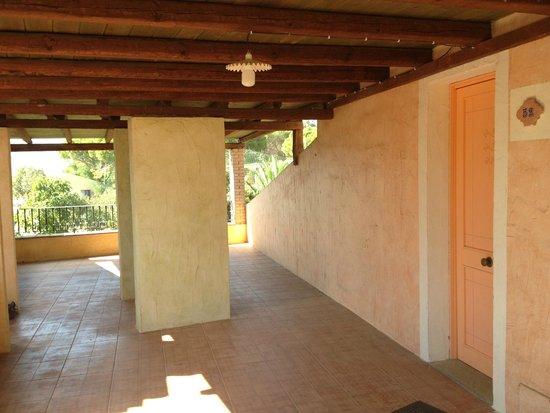 Villaggio Eden Colostrai : veranda ingresso camera