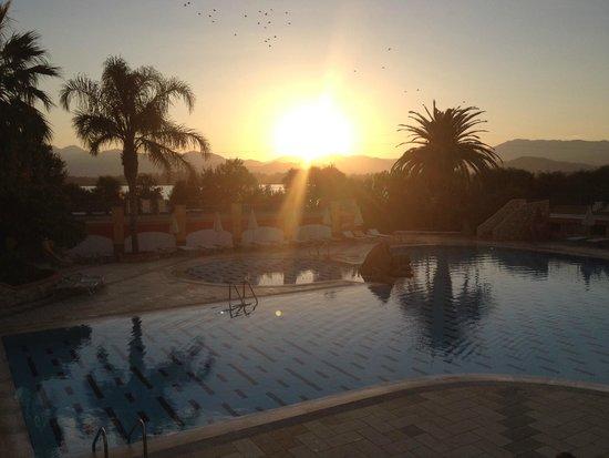 Villaggio Eden Colostrai : tramonto dalla piscina