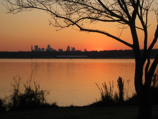 White Rock Lake Park: Dallas skyline