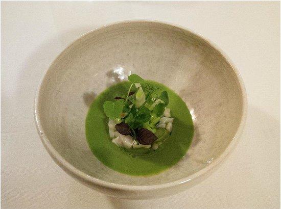 Victor's Gourmet Restaurant Schloss Berg: Japanese Hamachi ´Sashimi´ - green flavours with fermented garlic