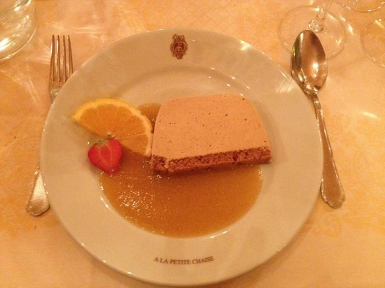 La Petite Chaise: Gingerbread Mouse Cake with Apricot Coulis Dessert