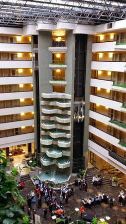 Embassy Suites by Hilton Hotel Des Moines Downtown: Lobby