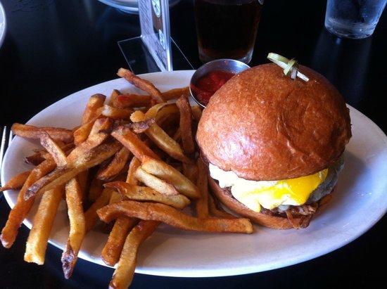 The White Oak Tavern : Southwestern Burger at White Oak Tavern