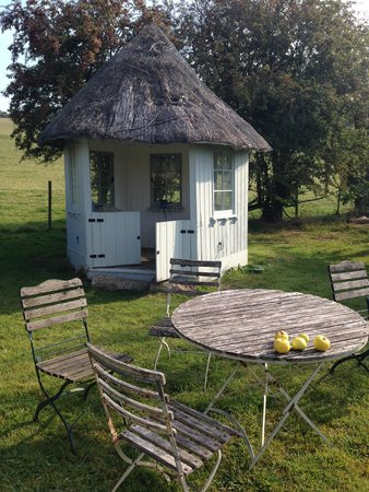 The Swan Inn: Summerhouse in the garden