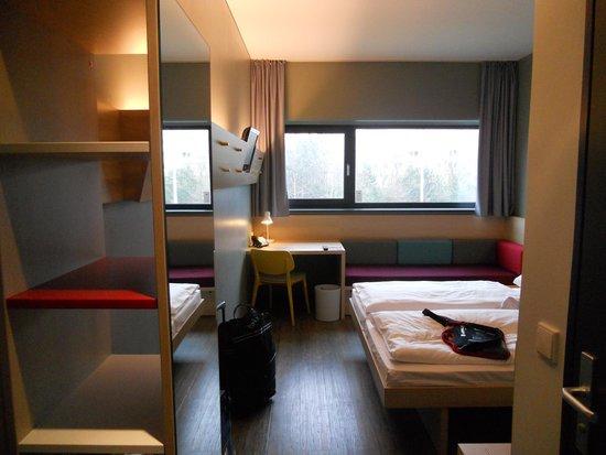 MEININGER Hotel Berlin Airport: habitación