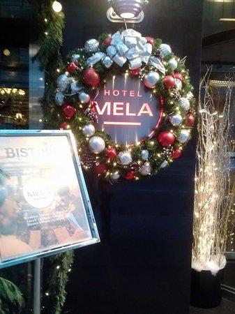 Hotel Mela : Sign out front