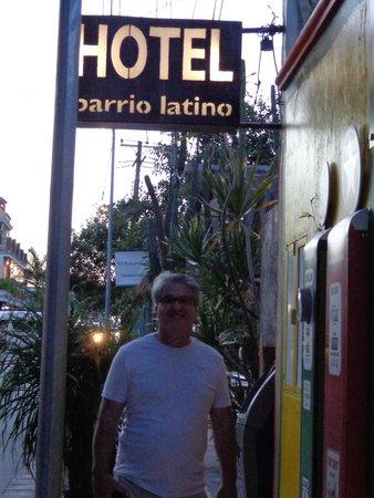 Barrio Latino Hotel : fachada e placa