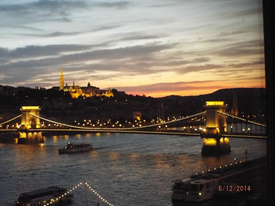 InterContinental Budapest: Chain Bridge view from hotel room