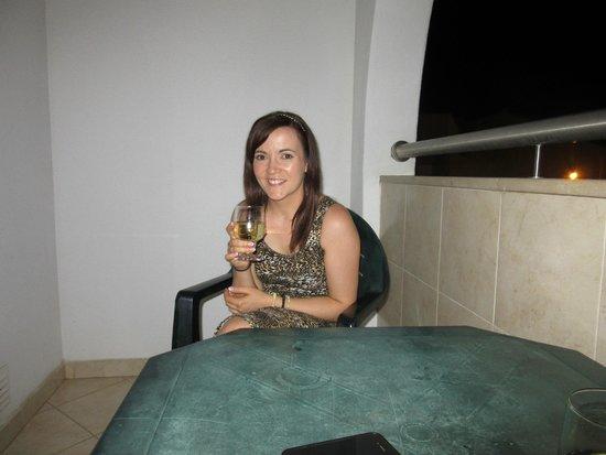 Luna Solaqua : Enjoying a drink on the balcony