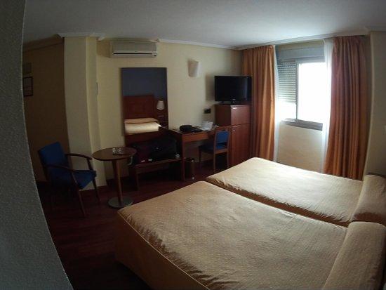Hotel Torreluz Centro: camera