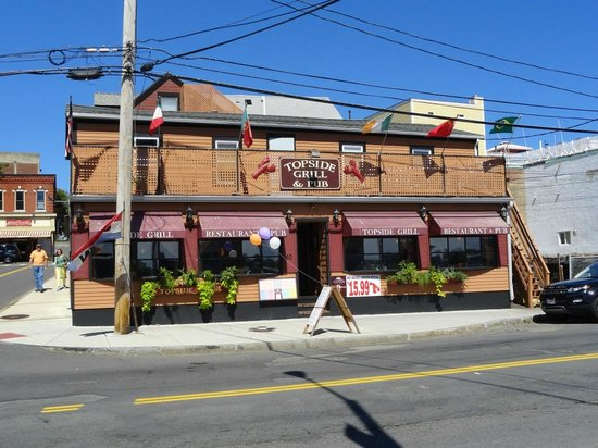 Topside Grill and Pub: Front view