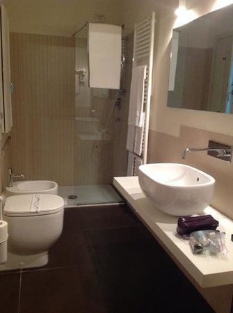 Parizzi Suites & Studio: bathroom