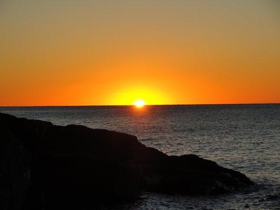 Cascade Lodge: Sunrise on Superior