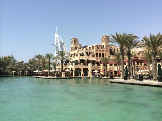دار المصيف في مدينة الجميرا: on the abra on the way to the souk what a fab way to travel!