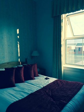 Swn Y Mor Hotel: Room with rear view