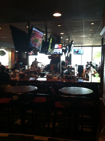 Big Chill Restaurant: Indoor Bar - TV's all over the place!