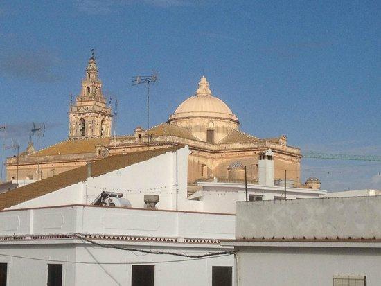 Hotel Plaza Escribano: vista del Campanario de Moguer desde la habitación