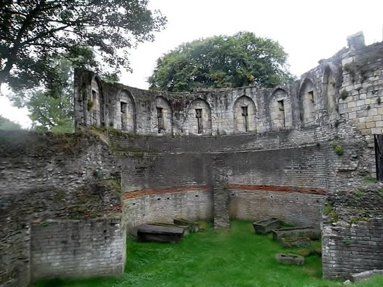 Walking Tours - Association of Voluntary Guides: The inside of the Roman multiangle tower