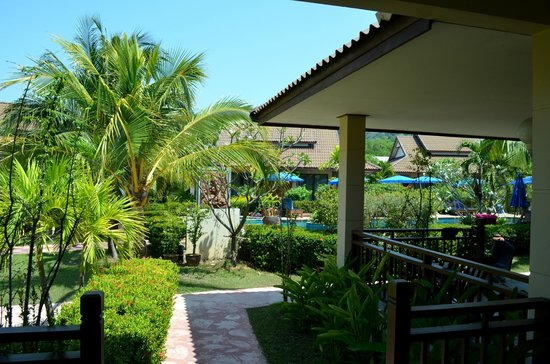 Kata Lucky Villa & Pool Access: Utsikt från terrassen
