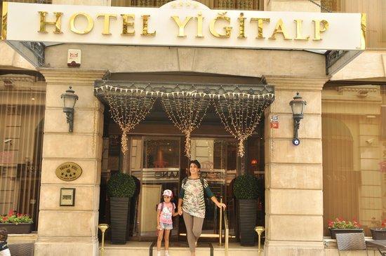 Yigitalp Hotel: L'entrée de l'hôtel