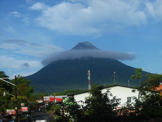 Hotel La Fortuna: Arenal view from the room balcony