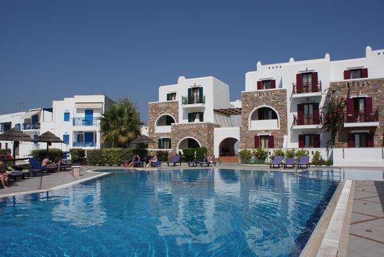 Naxos Resort Beach Hotel : vom linken Bildrand ca. 50m zum Strand