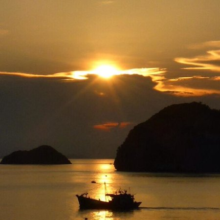 Cat Ba Island: Sunset over Cat Ba