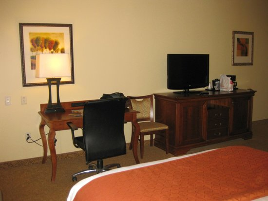Country Inn & Suites By Carlson, Rapid City: Desk/TV
