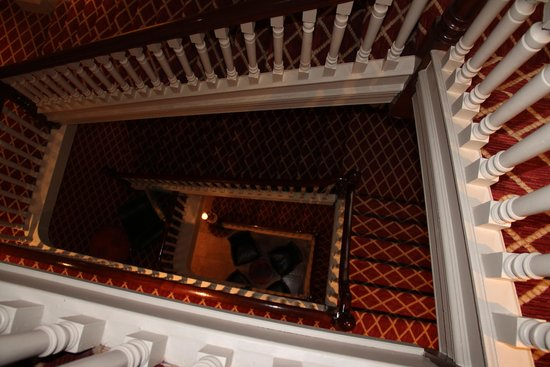 Granville Hotel: Through the staircase