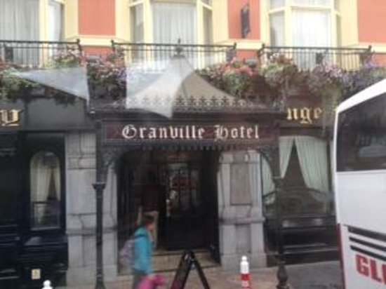 Granville Hotel: The front of the hotel