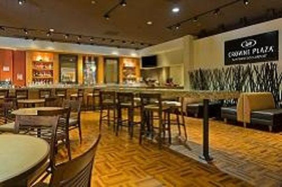 Crowne Plaza San Francisco Airport: Dine in West Bay Lounge