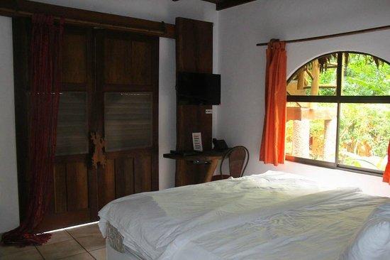 Cariblue Hotel: The room - beware of the door