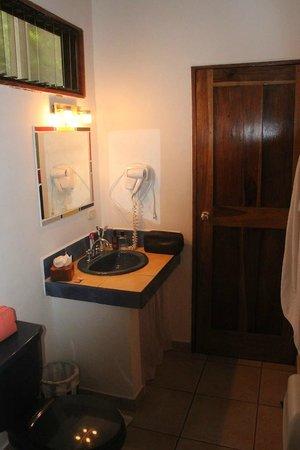 Cariblue Hotel: Sink & toilet