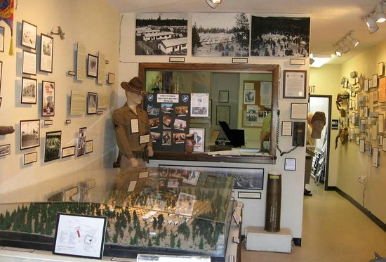 Fort Tuthill Military Museum : Case and wall displays
