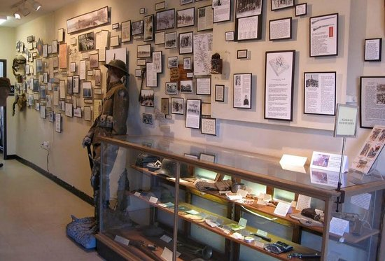 Fort Tuthill Military Museum: Many photos with great stories