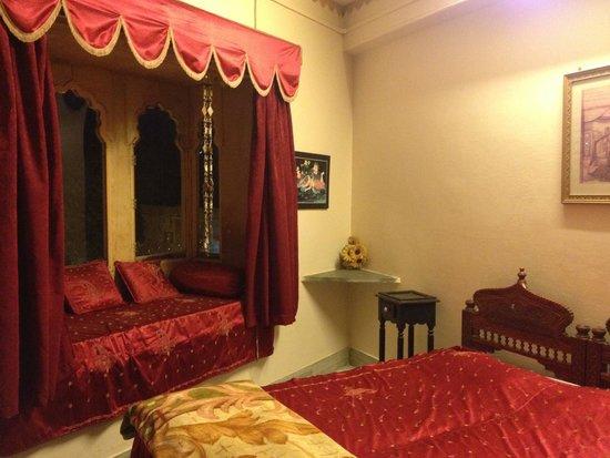 Hotel Haveli Jodhpur : Habitación que no funcionaba el AC y nos cambiaron