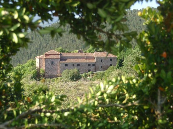 Torrecilla en Cameros, Spain: Detalle del Santuario desde la distancia