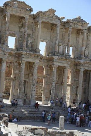 Helliantus Anatolia Tours: Library at Ephesus
