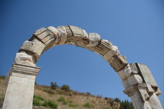 Helliantus Anatolia Tours: Arch at Ephesus