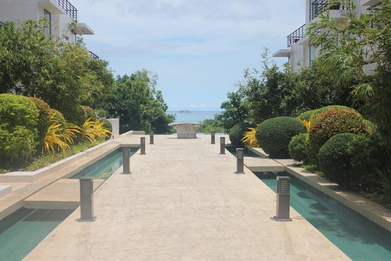 Discovery Shores Boracay: Walking Path at Discovery Shores