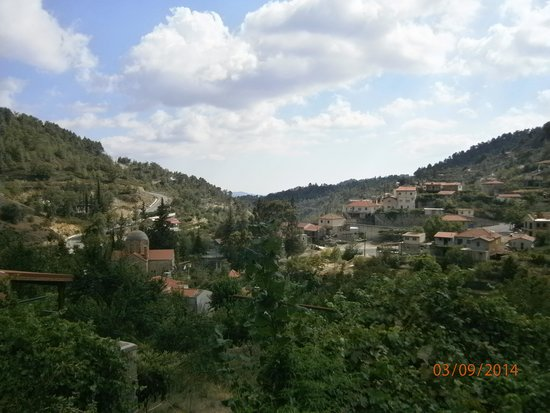 Ambelikos AgroHotel : A lovely, tranquil view across the valley