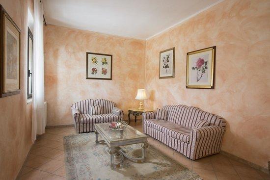 La Loggia - Villa Gloria: salottino relax